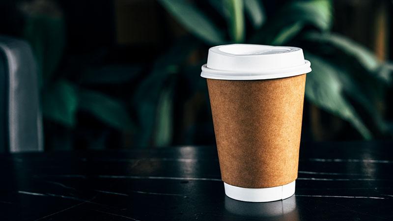 แก้วพลาสติกกับแก้วกระดาษเหมาะสำหรับงานประเภทอะไร